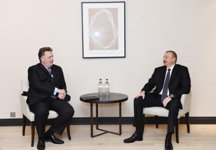 إلهام علييف يلتقى مع نائب رئيس الشركة المعروفة - فوتوس
