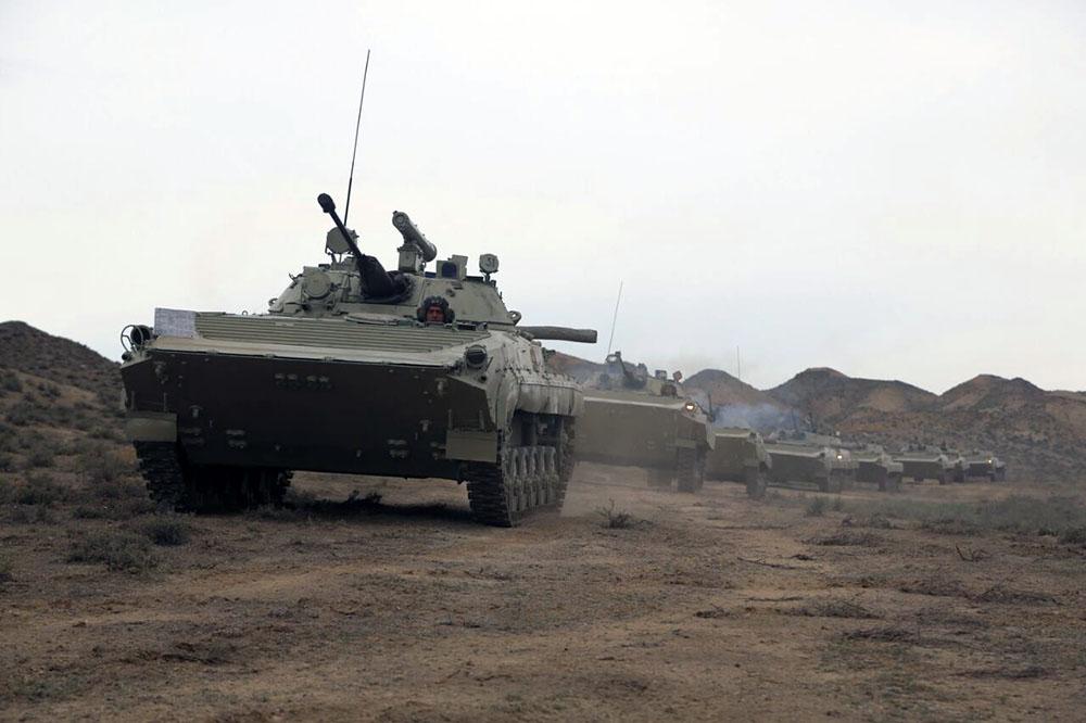 Tank və aviasiya qoşunları hazır vəziyyətə gətirildi - Fotolar