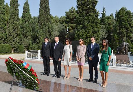 İlham Əliyev ümummilli liderin məzarını ziyarət edib - FOTO
