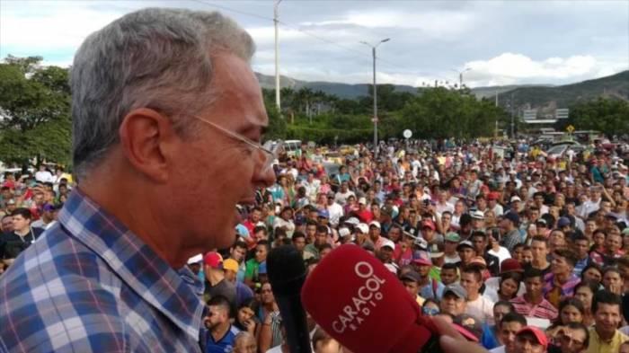 Álvaro Uribe llama al Ejército de Venezuela a derrocar a Maduro