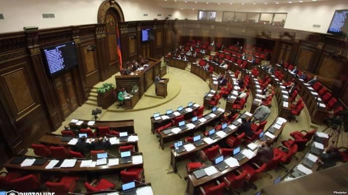 Ermənistan parlamentində vəzifə davası