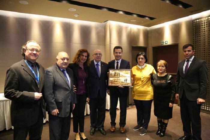 Azərbaycanlı deputatlar məşhur Liv Hospitalında