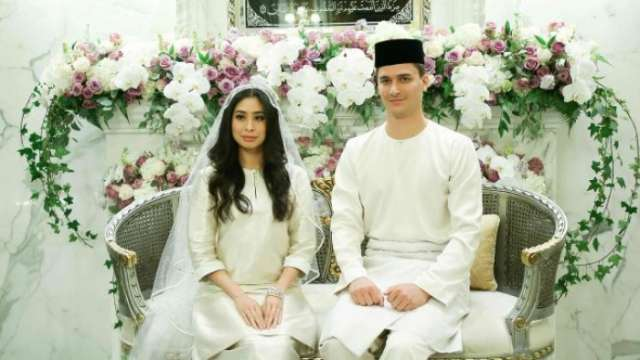Malaysian princess Tunka Aminah and Dutch born Dennis Muhammad marry