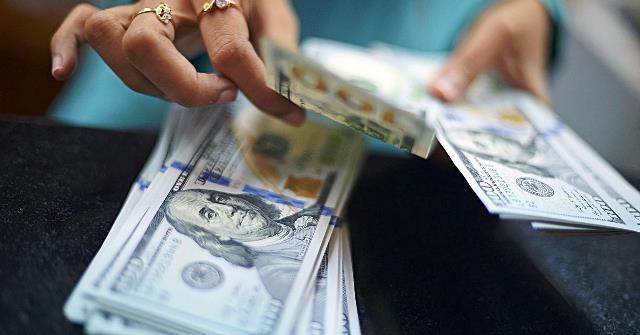 http://azvision.az/photos/102425124-currency-exchange-dollar.1910x1000.jpg