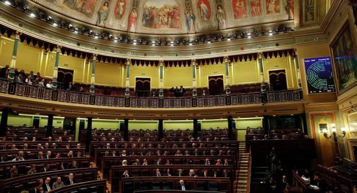 El Gobierno español invita al presidente catalán a debatir la independencia en el Parlamento