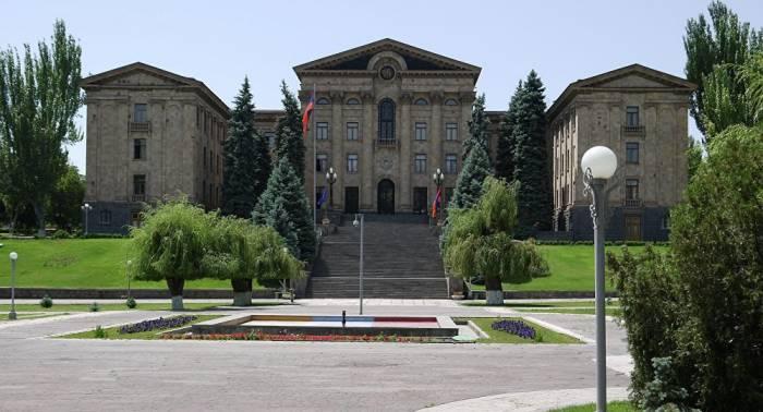 Ermənistan parlamentində korrupsiya skandalı: Rəislər işdən qovuldu