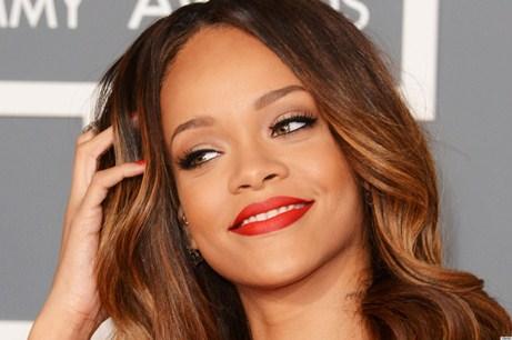 Konsertə gecikən Rihannaya çipsi atdılar – VİDEO
