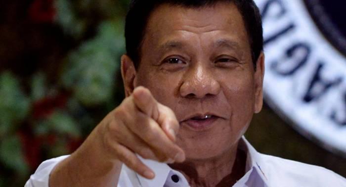 """Filippin prezidenti hamını təəccübləndirdi: """"Məni güllələyin..."""" - (VİDEO)"""