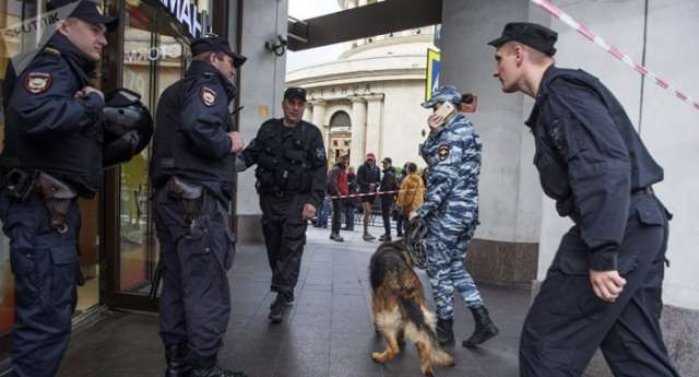Around 100,000 people evacuated in Russia after bomb threat calls