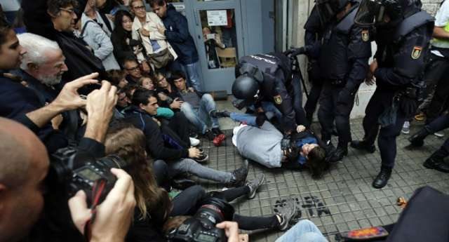 Some 893 injured in clashes during banned referendum in Catalonia - Government