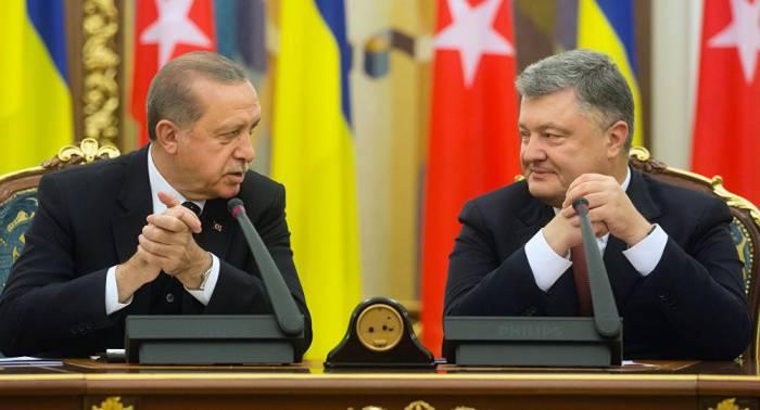 Erdogan schläft während PK mit Poroschenko
