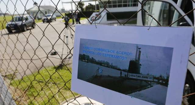 Argentinian President pledges to continue search for missing submarine