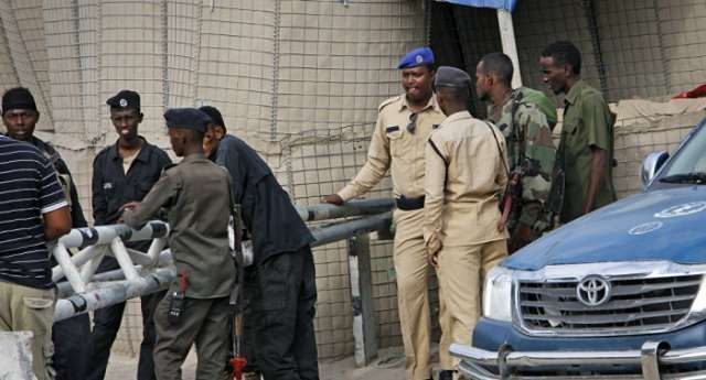 Suicide attack in Somalia's capital: at least 15 killed in police bombing