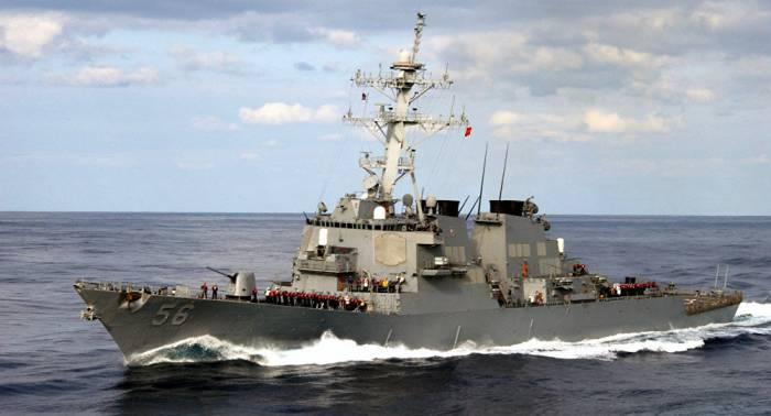 Un destructor de EEUU pasa cerca de islas disputadas en el mar de la China Meridional