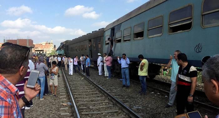 Se eleva a 49 el número de muertos por colisión de trenes en Egipto