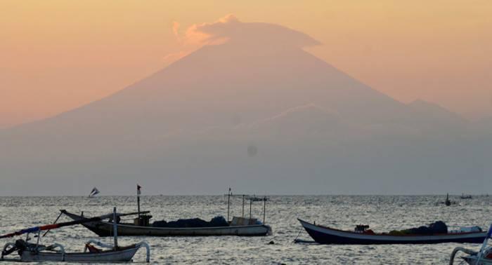 Evacuadas miles de personas en Indonesia por actividad volcánica