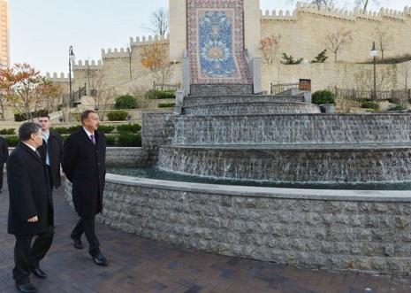 Prezident Kiyevdə Heydər Əliyev parkında – FOTOLAR