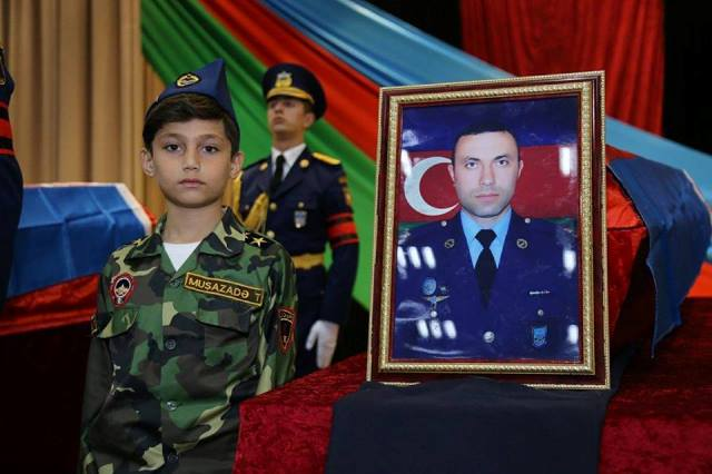 Defense minister, military prosecutor attend farewell ceremony for martyred military pilots - PHOTOS