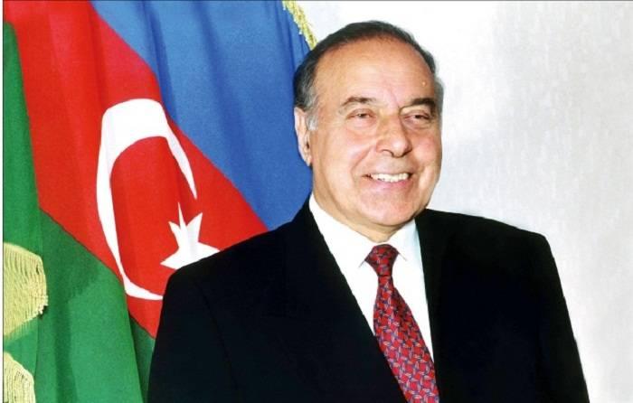 Le 14e anniversaire du décès d'Heydar Aliyev