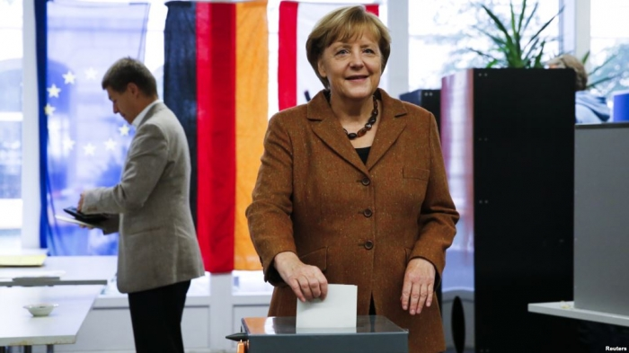 German Chancellor Merkel casts vote in Parliamentary Election - VIDEO