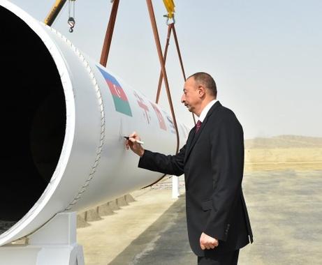 Bakou voit un profit du 30-50 milliards de $ du Corridor gazier Sud