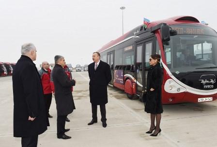 İlham Əliyev və xanımı avtobus deposunda - FOTOLAR