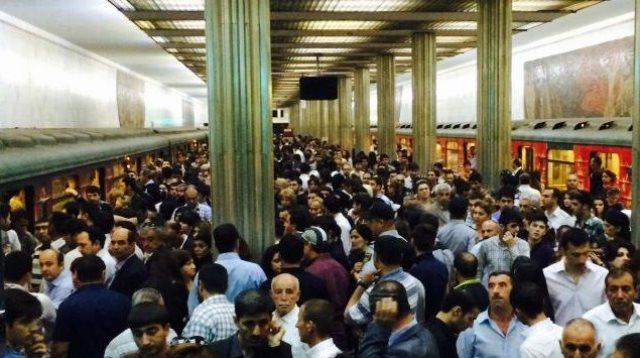 Köhnə kartların vaxtı bitdi, metroda sıxlıq yaşandı