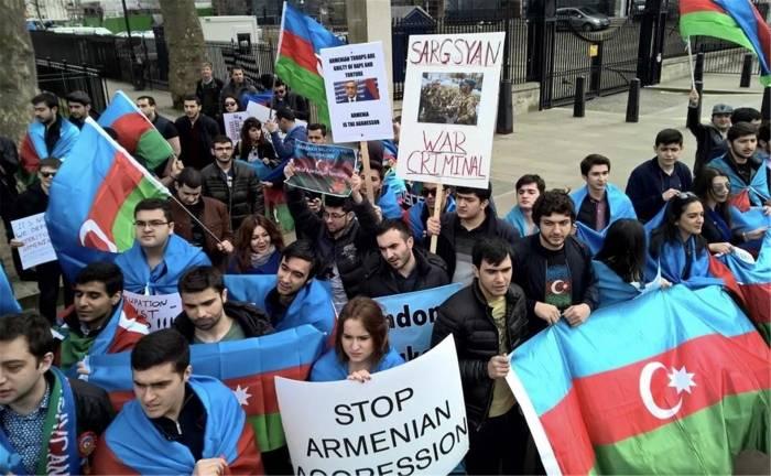 La historia del conflicto existente entre Azerbaiyán y Armenia