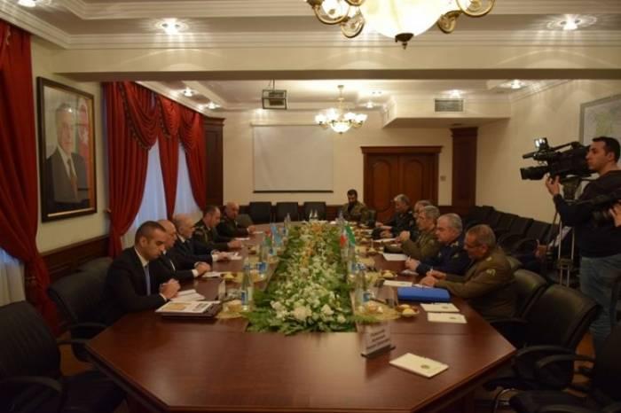 Yavər Camalov İranın müdafiə naziri ilə görüşüb