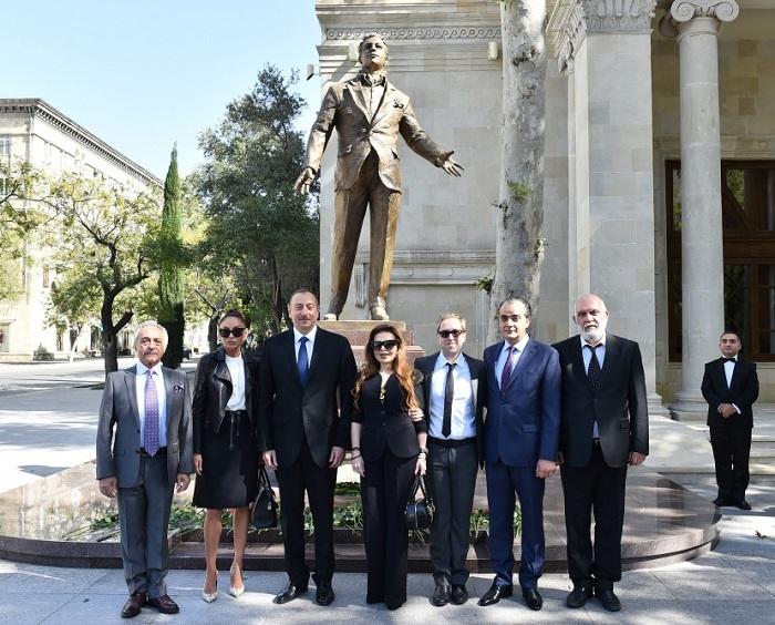 Prezident Rəşid Behbudovun heykəlinin açılışında - Yenilənib (Fotolar)