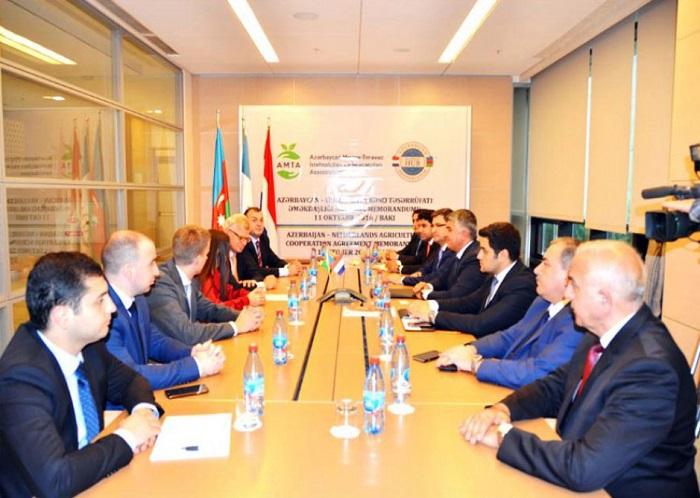Aserbaidschan und Niederlande unterzeichnen ein Memorandum of Understanding über Zusammenarbeit im Agrarbereich
