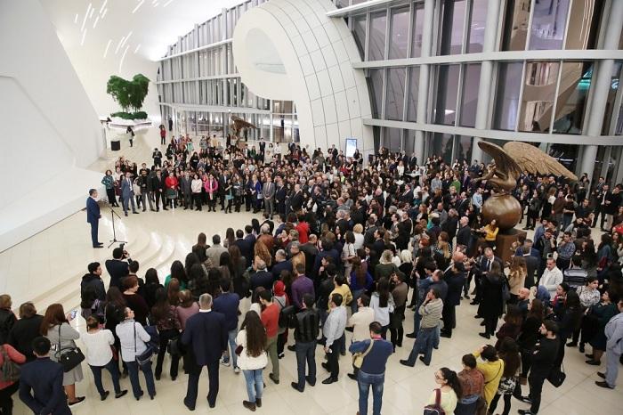Heydar Aliyev Center Ausstellung vom renommierten mexikanischen Bildhauer Jorge Marín eröffnet-FOTOS