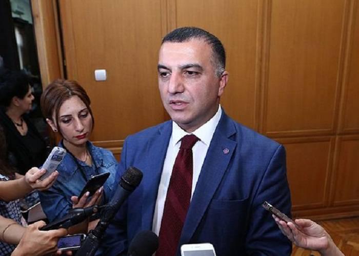 """Ermənistanda pensiyalar artırılmayacaq, nazir """"pul yoxdur"""" dedi"""