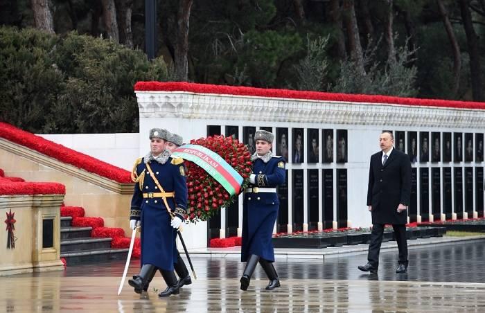 Le président Ilham Aliyev a rendu hommage à la mémoire des victimes du 20 Janvier