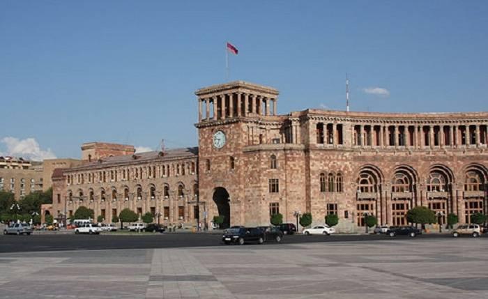 Ermənistanda nazir müavini qarət olunub