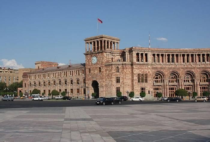 Ermənistanda 5560 dövlət işçisi ixtisar olunacaq