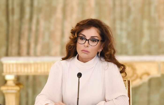 Mehriban Əliyevaya təbriklər gəlməkdə davam edir