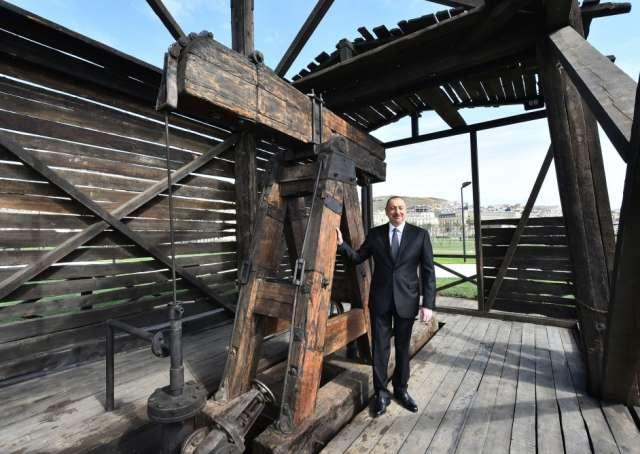 İlham Əliyev ilk neft quyusuna baxış keçirdi - Yenilənib (Fotolar)