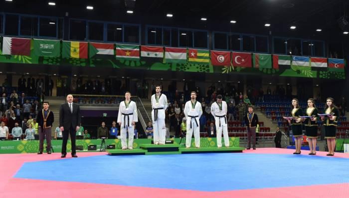 Aserbaidschans Taekwondo-Kämpfer Radik Isayev gewinnt 50. Gold bei Baku 2017