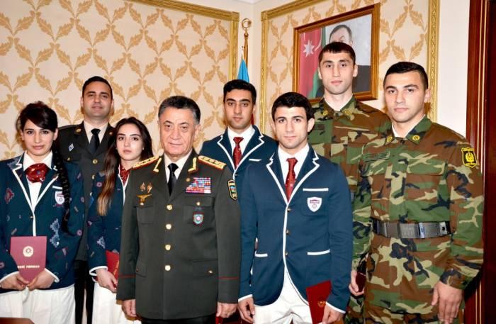 Ramil Usubov idmançı polisləri mükafatlandırıb