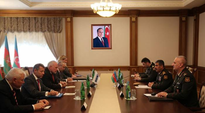 La situation sur la ligne de contact des armées discutée  avec les co-présidents du Groupe de Minsk
