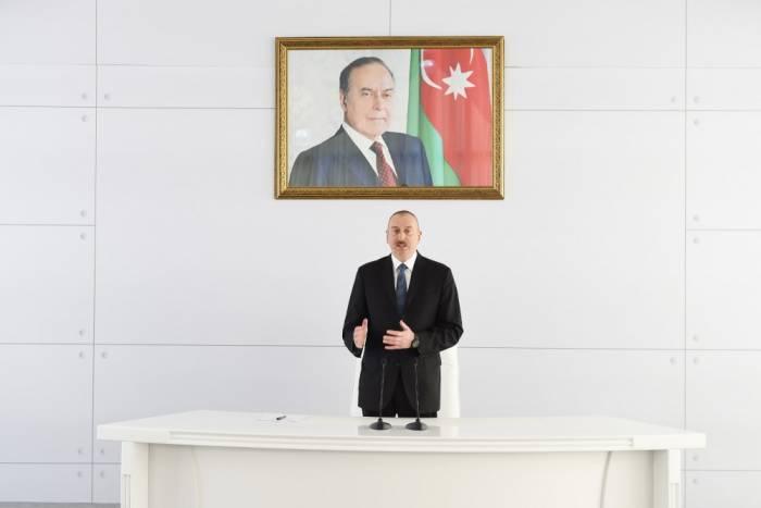 İlham Əliyev hərbçilərlə görüşdü - FOTOLAR (YENİLƏNİB)