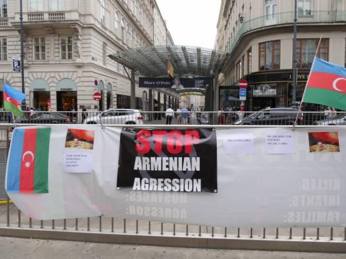 Wien: Protestaktion gegen Mord an aserbaidschanischen Zivilisten durch armenische Streitkräfte