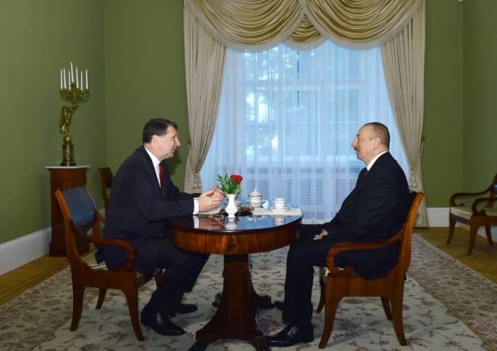 Ilham Aliyev y Veyonis se reúnen cara a cara