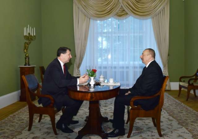 Azerbaijani, Latvian presidents hold one-on-one meeting in Riga