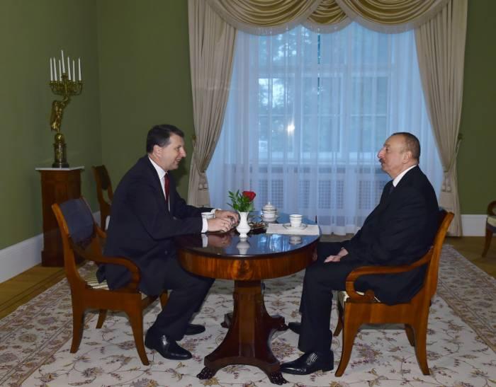 Vieraugengespräch zwischen Staatspräsident Ilham Aliyev und Lettlands Präsident Raimonds Vējonis