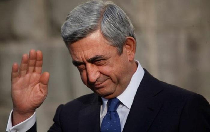Sarkisyan Fransa prezidenti ilə görüşə gedir