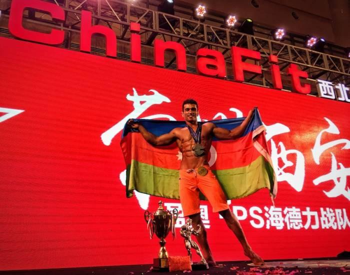 Aserbaidschanischer Student holt Silber bei offener Meisterschaft im Bodybuilding und Fitness-Modell
