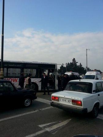 Bakıda avtobus qəzası – yaralı var + FOTO