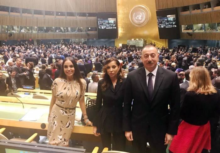 Le président azerbaïdjanais avec son épouse et sa fille au siège de l'ONU